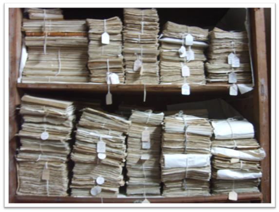 Achivo físico de facturas en papel.